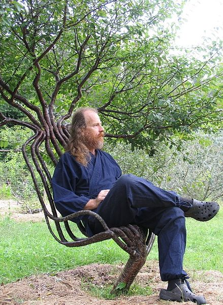 439px-Pete_in_garden_chair_01